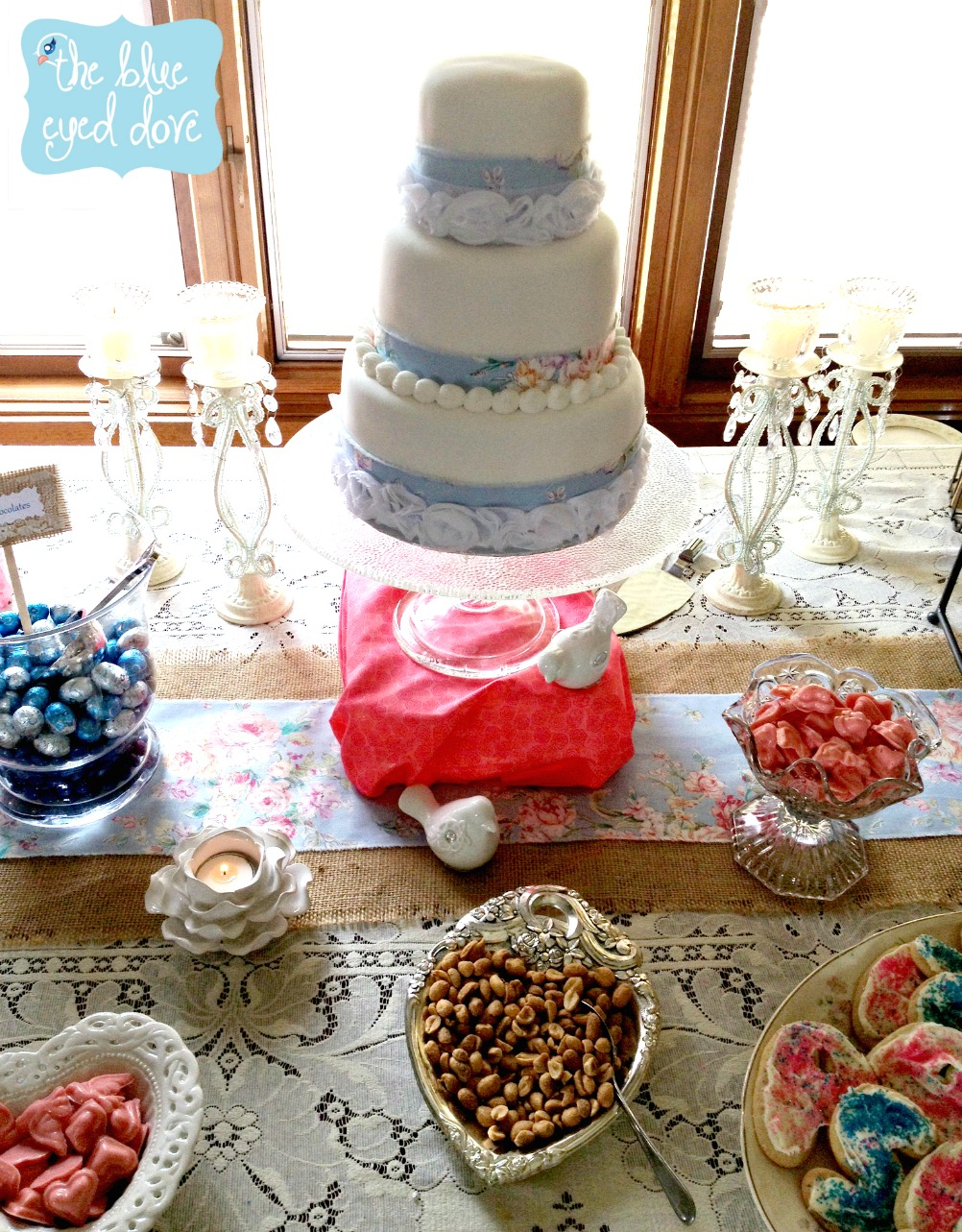 Amazing shabby chic bridal shower decor dessert table with for Meuble cuisine shabby chic