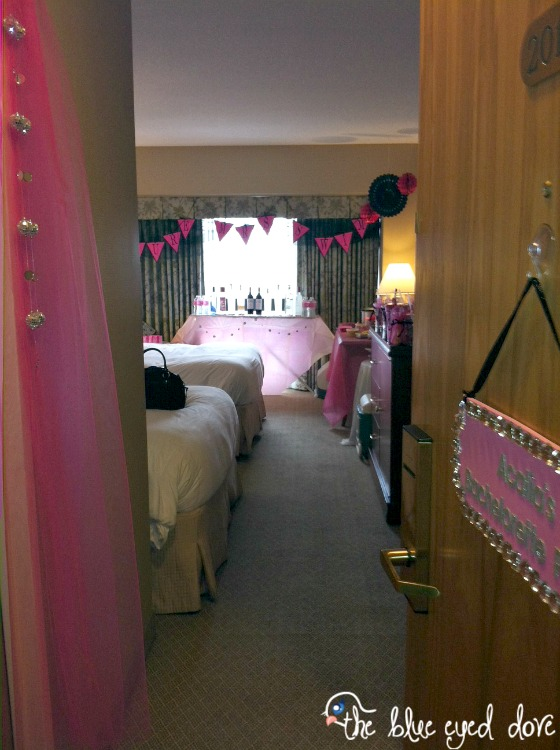 Hotel Room Decoration: Tips For Throwing A Bachelorette Party